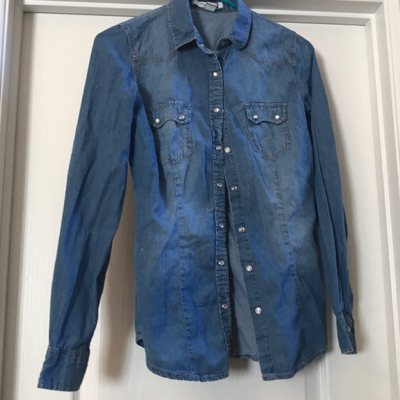 Forever 21 Tops - Blue button up denim overlay